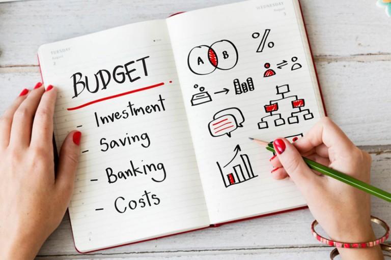 Lập ra bảng cân đối thu chi để kiểm soát tình hình tài chính hiện tại
